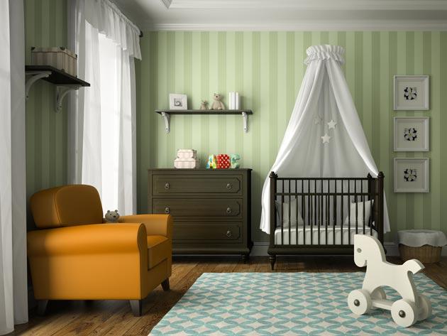 Кроватка с балдахином и комод в едином стиле