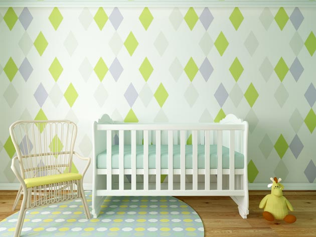 Оригинальное оформление стен у детской кроватки
