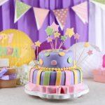 Красивое украшение стола для празднования детского дня рождения