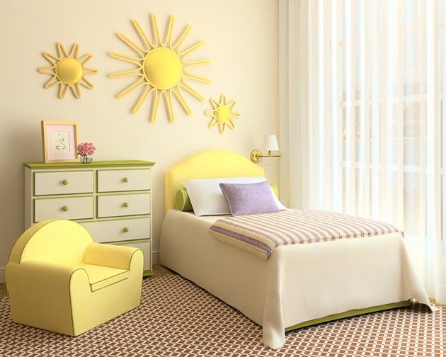 Спальня с креслом и комодом