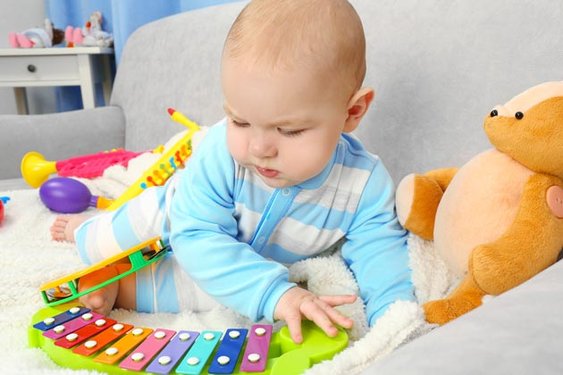 Музыкальные детские инструменты - ксилофон, бубен, маракасы