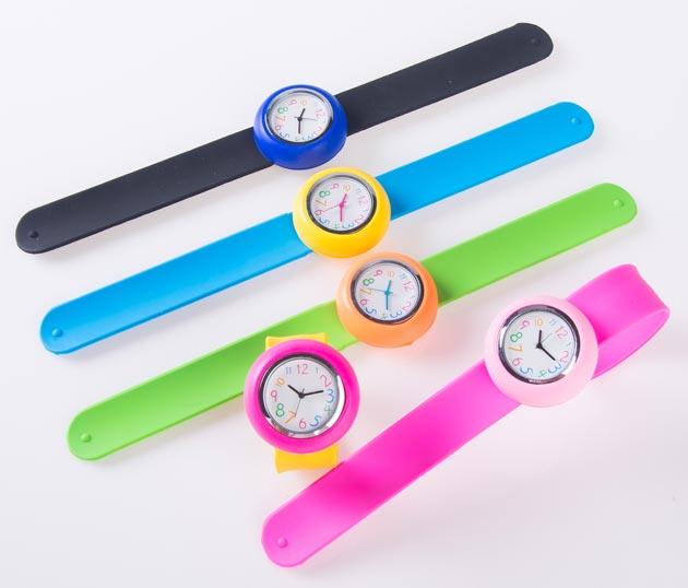 Наручные детские часы с яркими браслетами в ассортименте