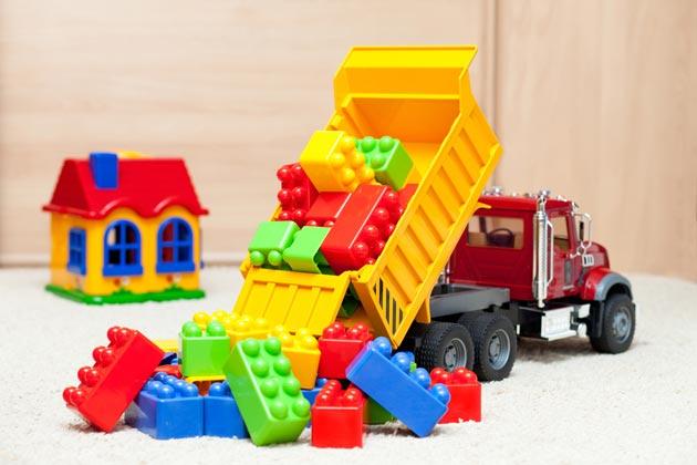 Детский самосвал с кубиками