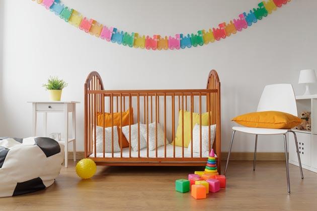в комнате новорожденного в тон мебели