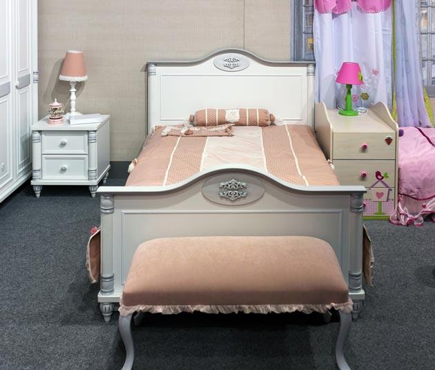 Кровать для девочки в стиле модерн