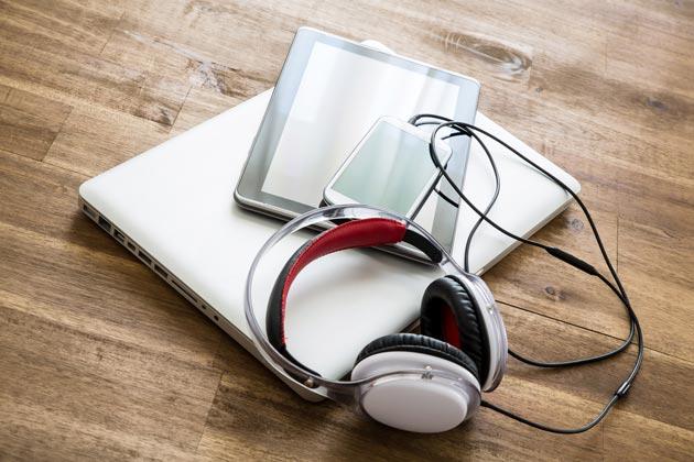 Новые наушники, планшет и ноутбук - лучшие подарки для ребенка