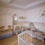 Отдельная кроватка в комнате новорожденного